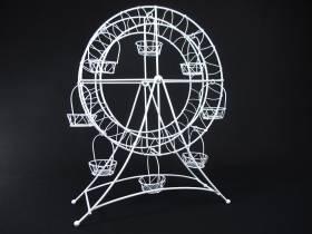 Grande roue en métal blanc décorative