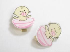 Pince, bébé dans son bain  - rose