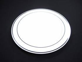 Assiette ronde avec liseré argent modèle standard - Blanc