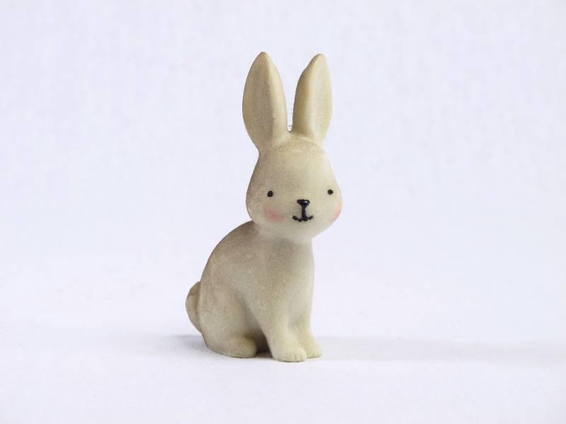 Lapin de Pâques brun résine - 9,5cm