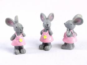 Figurine souris en salopette rose x3