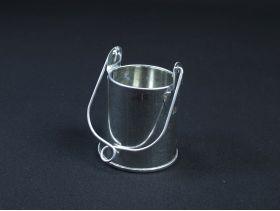 Petit pot en métal avec anse Ø4*5cm
