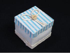 Contenant à dragées lin carré à rayures – bleu pastel 5cm