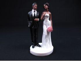 Couple de mariés de couleur de 15,5cm