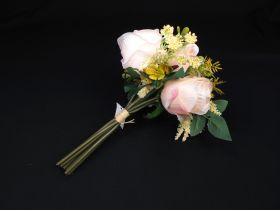 Bouquet de roses et fleurs sauvages