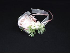 Ruban avec rose et petites fleurs