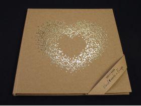 Livre d'or couverture cartonnée kraft cœur or 21x19,7cm