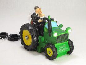Figurine mariage - Couple maries sur tracteur vert